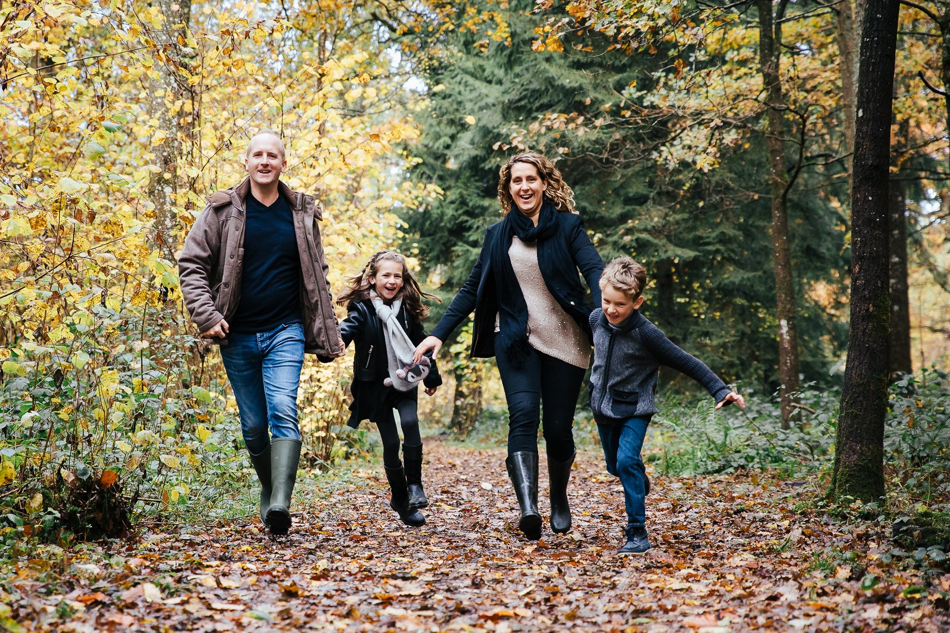 Lifestyle Family Portrait shoot in beautiful autumnal woodland