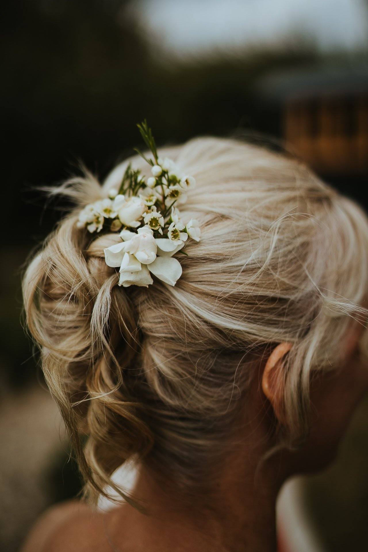 small floral details in the brides hair before the ceremony